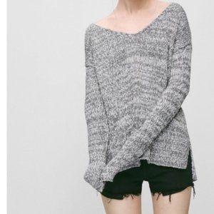 Aritzia Talula soft knit v-neck pullover size L